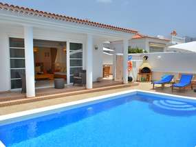 Private Villa with heating pool, wifi, air conditioner & safe/ sunny sout-west coast Tenerife