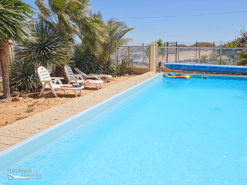 holzh uschen auf kologischer ferienfinca mit pool in abades teneriffa s den. Black Bedroom Furniture Sets. Home Design Ideas