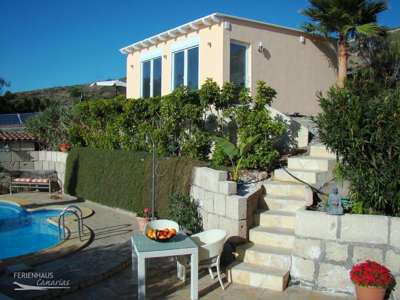 kleines ferienhaus mit meerblick auf finca mit pool bei adeje. Black Bedroom Furniture Sets. Home Design Ideas