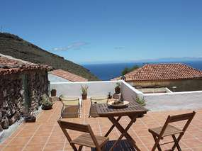 Small cottage with patio, barbecue and sea view in La Candelaria