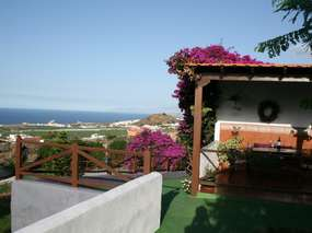Pretty cottage with gardens, panoramic views + breakfast on request / Los Silos
