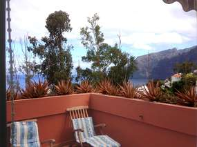 Holiday flat with pool, patio & sea view in Los Gigantes / South West Coast Tenerife
