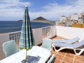 Tenerife south...Terrace penthouse in el Medano! First row to the beach!