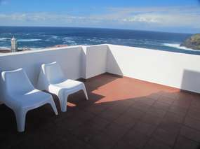 Private holiday apartment with sea view terrace + Wifi in Garachico