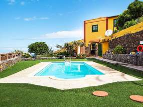 Holidays in the manor finca house with large garden, pool & nice panorama