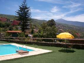Canarian cottage on marvellous estate, big pool, gardens & great panorama