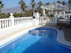 Holiday house with private pool and seaview in Las Americas
