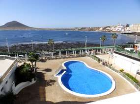 Holiday flat for 4 people with sea view, pool & Internet - Close to the sea