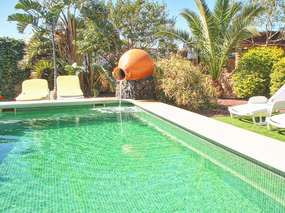 Tenerife Holiday apartment - porch, garden, 2 pools, 2 bedrooms & WiFi