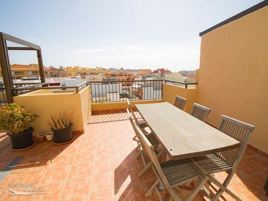 Penthouse Wohnung Zentral In El Médano   Mit Geräumiger Dachterrasse + WiFi