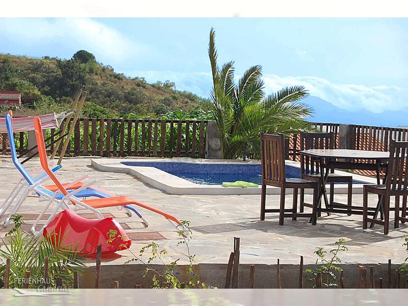 ferienhaus mit herrlichem meerblick pool inmitten eines erholungs wandergebietes. Black Bedroom Furniture Sets. Home Design Ideas