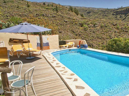 ferienhaus auf idyllischer finca park hnlicher garten pool whirlpool u mehr. Black Bedroom Furniture Sets. Home Design Ideas