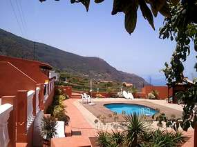 Holiday home in quiet location - Finca with pool, sauna, panoramic sea & Grill in Los Realejos