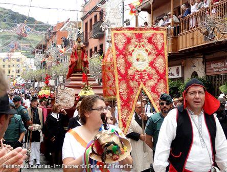 Traditioneller Wahlfahrtszug zur Romeria in Tegueste am 30.04.